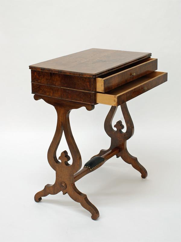 beistelltisch nussbaum massiv um 1820 1830 antiquit ten. Black Bedroom Furniture Sets. Home Design Ideas