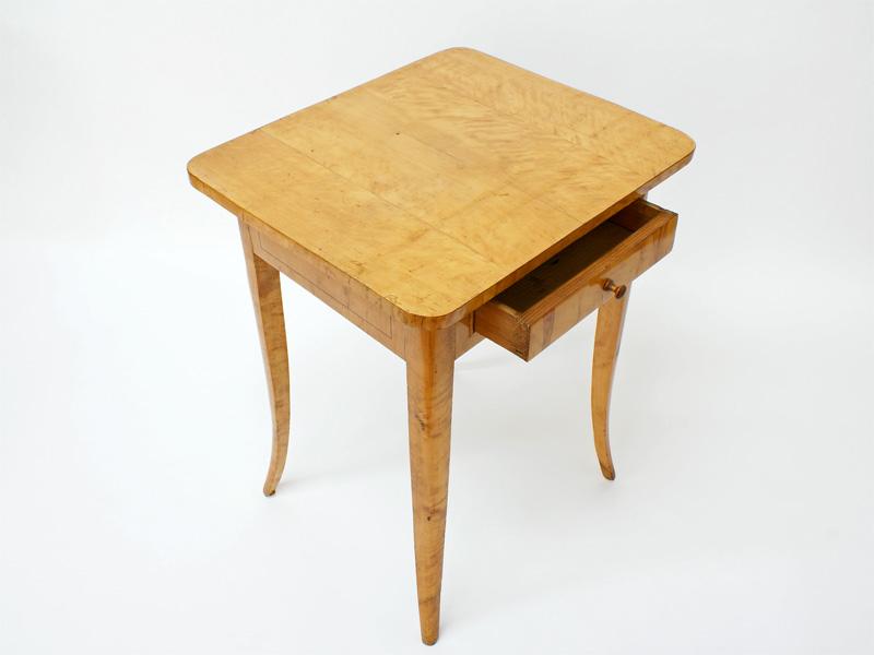 beistelltisch birke massiv um 1830 antiquit ten am markt t bingen. Black Bedroom Furniture Sets. Home Design Ideas