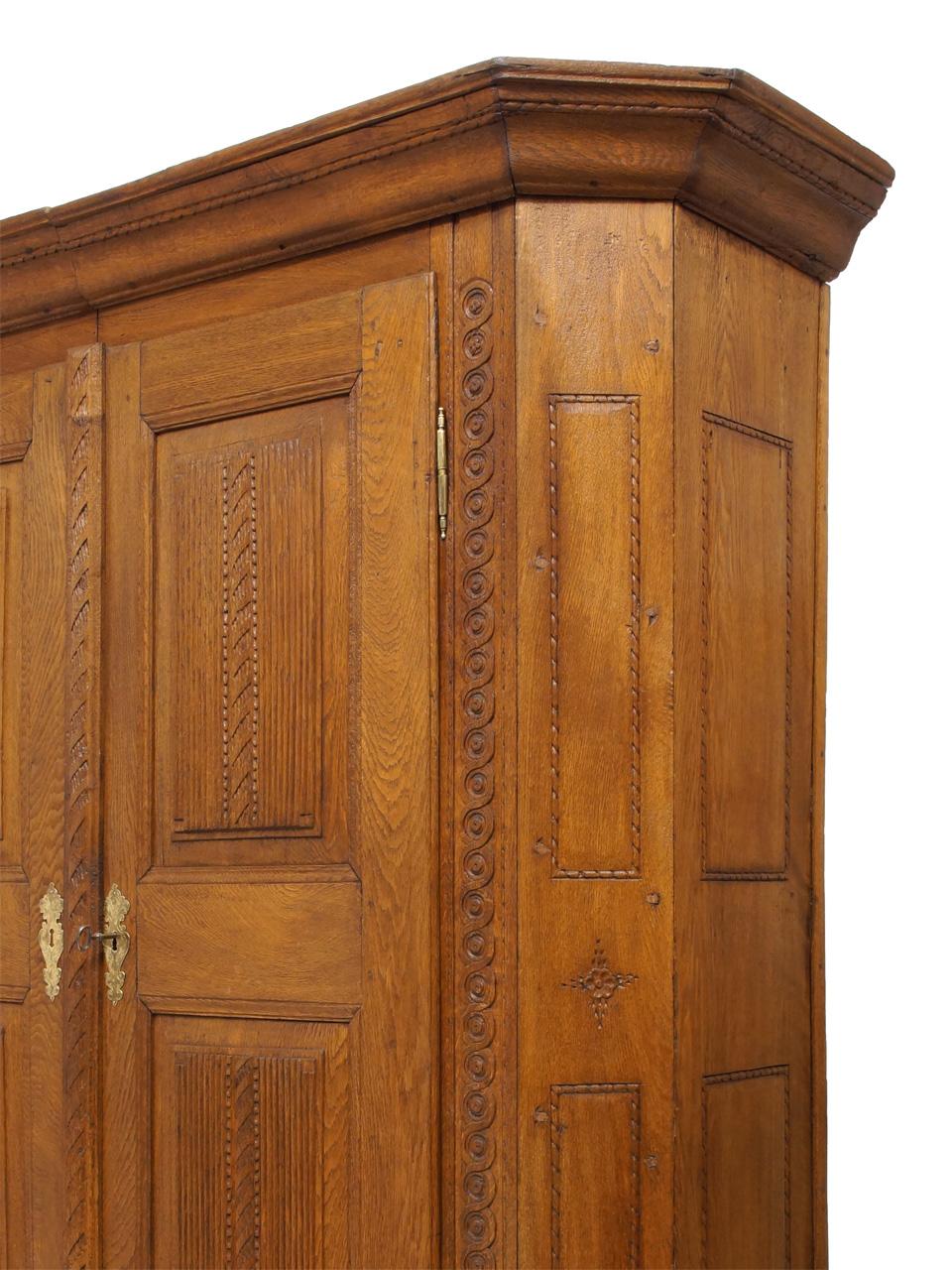 art nr 3759 eichenschrank mit kissenf llungen westfalen. Black Bedroom Furniture Sets. Home Design Ideas