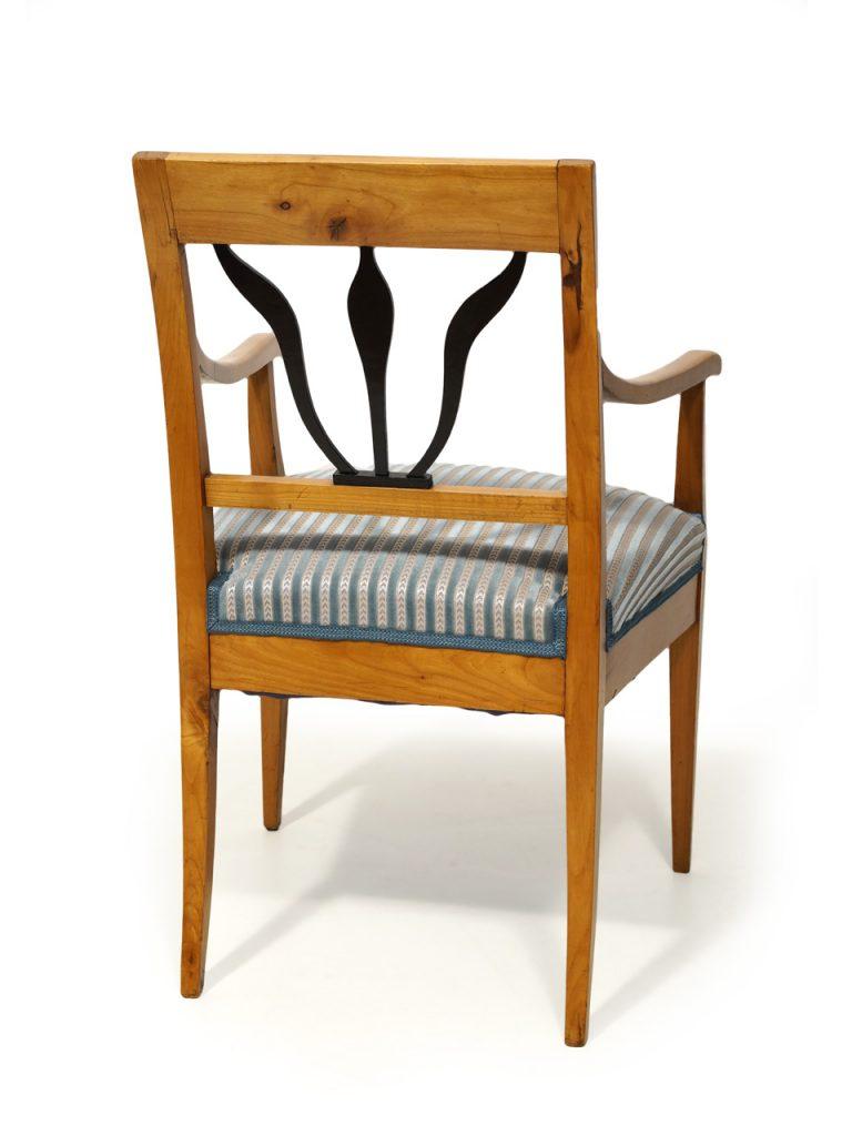 art nr 4179 zwei armlehnsessel mit l wenverzierung mainz. Black Bedroom Furniture Sets. Home Design Ideas