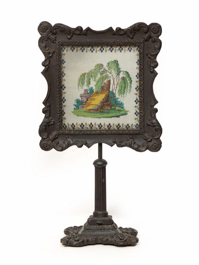 Art.Nr. 4180 Kleiner Lichtschirm mit stuckverziertem Rahmen, um 1840 ...